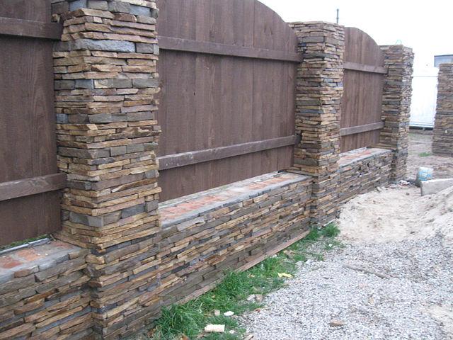 Укладка фасадного камня